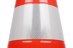 Gros plan bande prismatique 3M 3340 EHS group cône PVC de signalisation